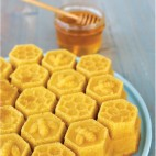 Honeycomb pull apart cake pan