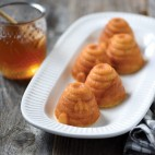 Beehive cakelet pan